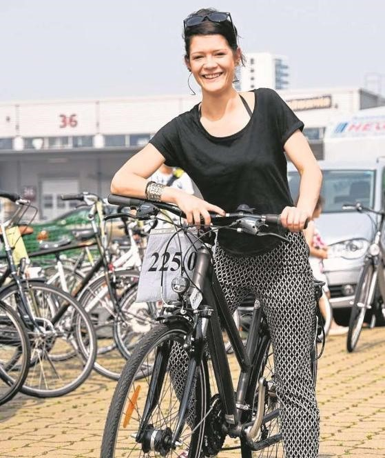 Jasmin Hoffmann, 26, hat sich ein 24-Gang-Citybike gekauft